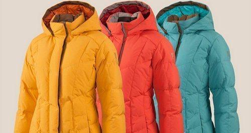 Правильно постирать куртку руками без разводов